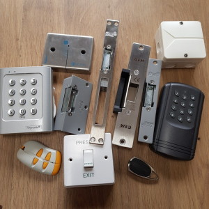 **ELECTRIC STRIKES & ACCESS CONTROL KITS**